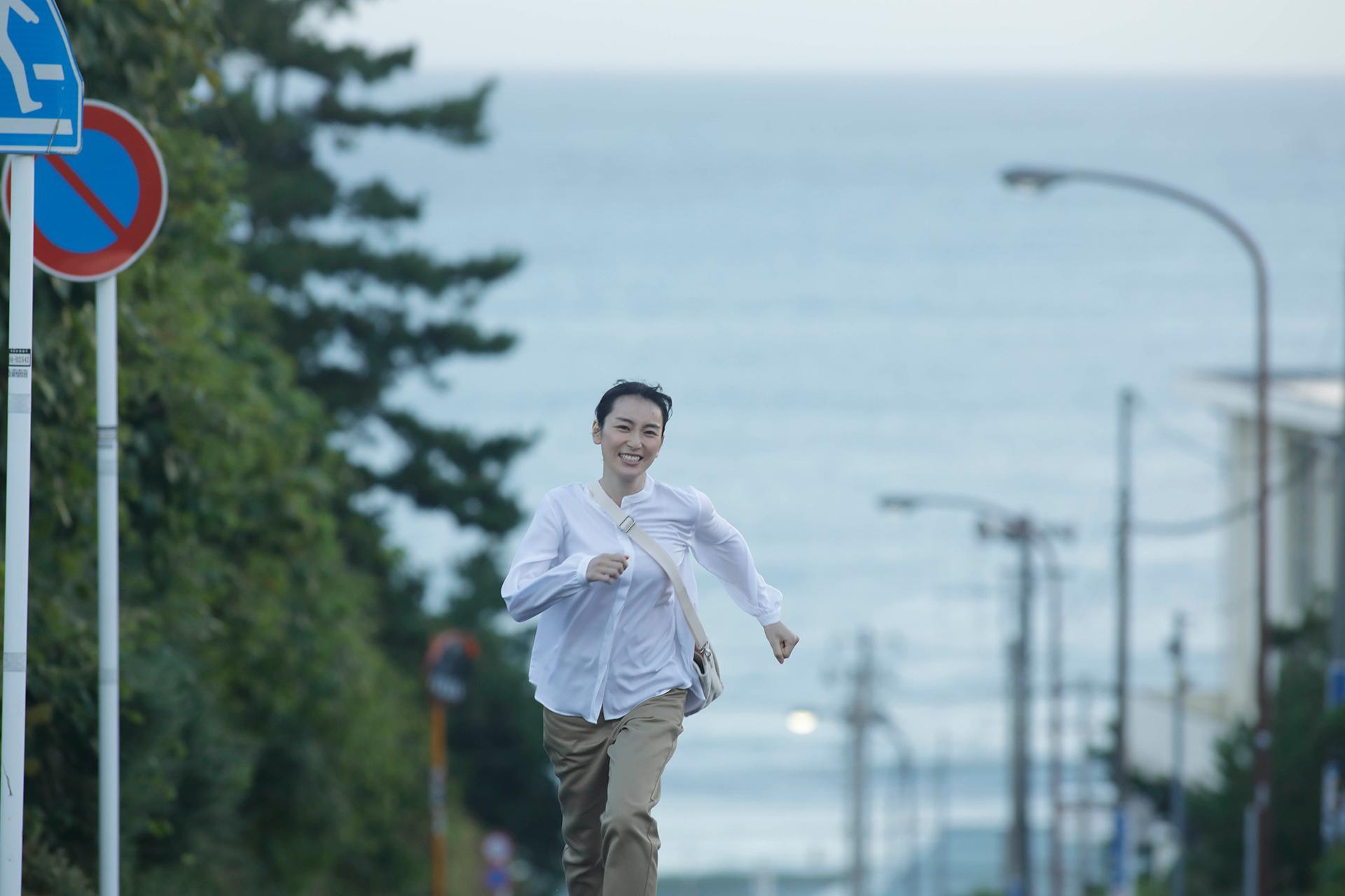 SOMPOケア初のテレビCM「この道のプロ」篇CMソングを担当!